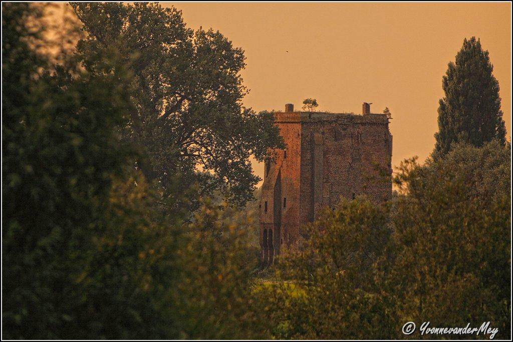 Oude-Toren-copyright-YvonnevanderMey